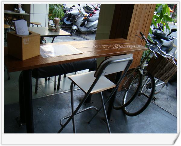 3騎樓桌子.jpg
