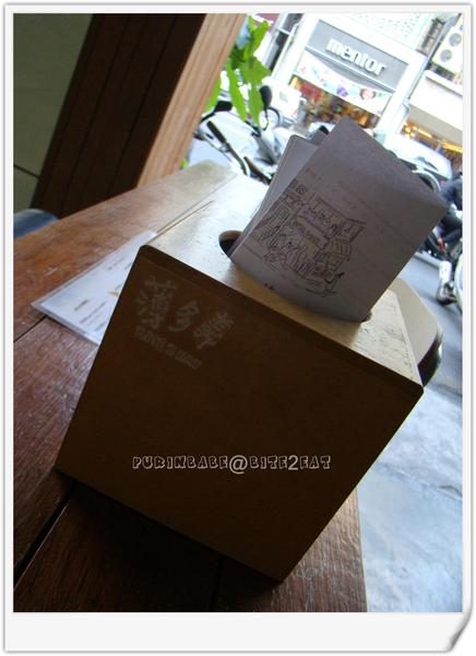 4桌上盒子.jpg