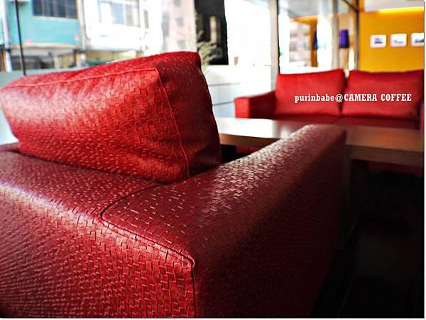 18紅沙發.JPG