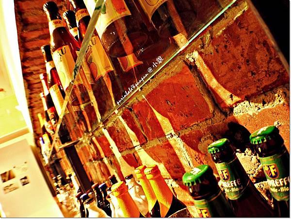 8啤酒牆.JPG