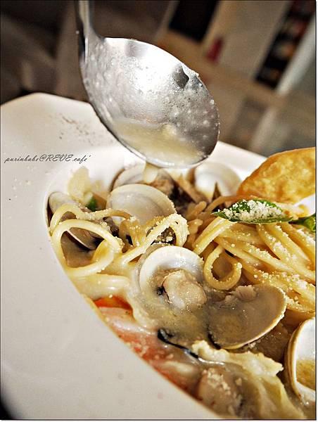 18白酒蛤蜊義大利麵2.JPG