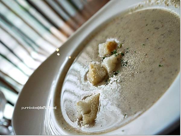 21蘑菇濃湯.JPG