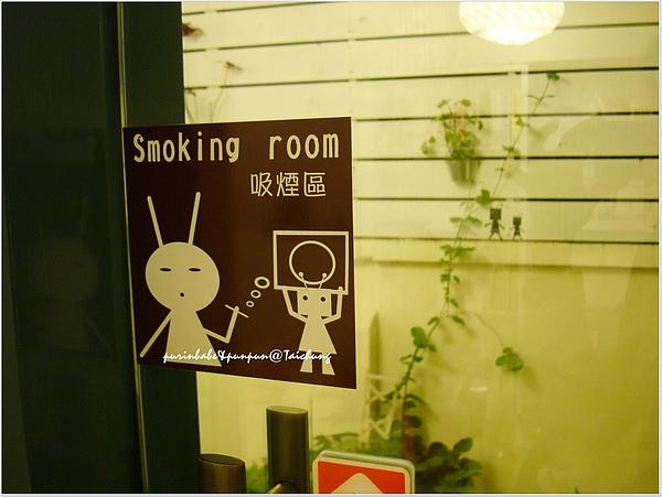 15吸煙區告示.jpg