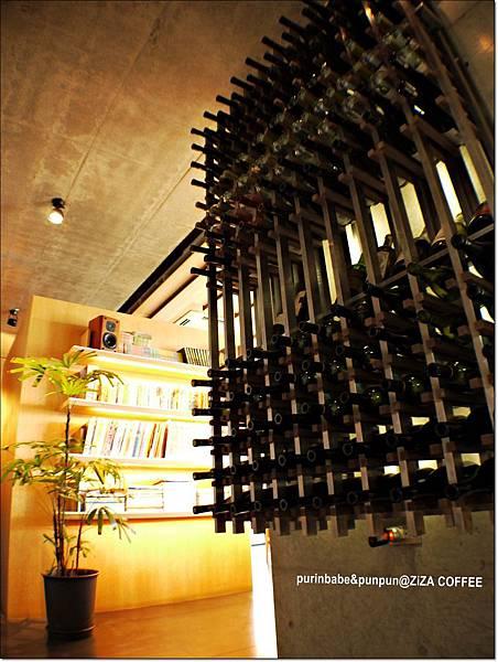 9酒瓶牆.JPG