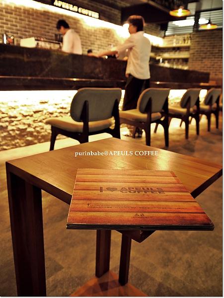 22小桌子.JPG