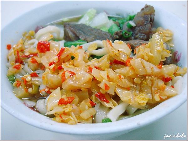 16牛肉麵加酸菜.jpg