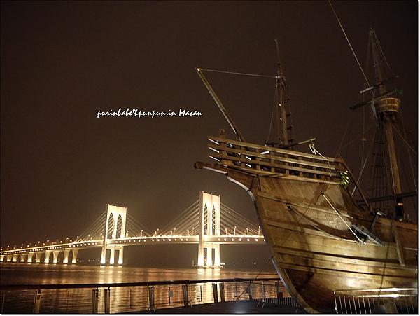 8海盜船與大橋.jpg