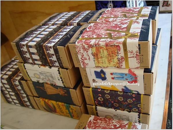 8一堆乳酪蛋糕盒子.jpg