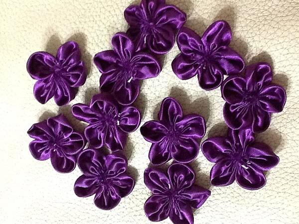 【手作】深紫色珠寶捧花