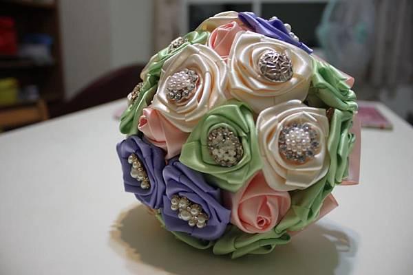 粉綠珠寶捧花