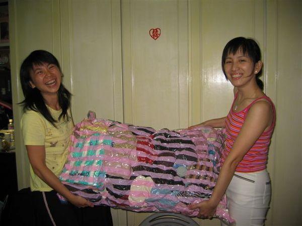 這20公斤的衣物體積變得這麼小呢!!