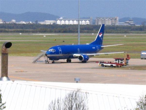 澳洲布裡斯本國內機場的Virgin Blue小飛機好像模型啊!