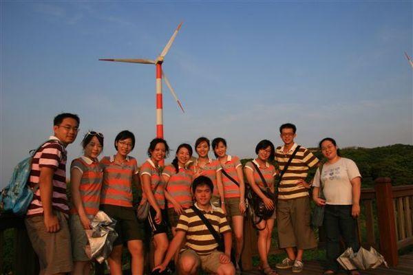 我們的團服是不是和風力發電機很搭壓?!