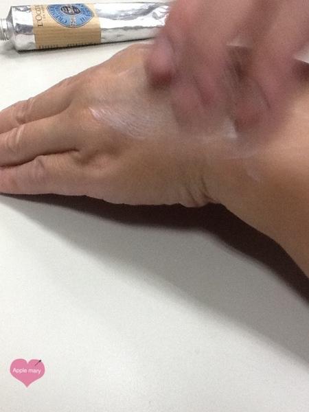 L'occitane歐舒丹:超讚的手..足保養品~~不油膩且淡淡的香氣