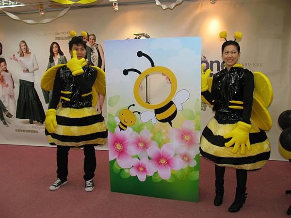 9玫琳凱也有蜜蜂哥哥和蜜蜂姊姊喔