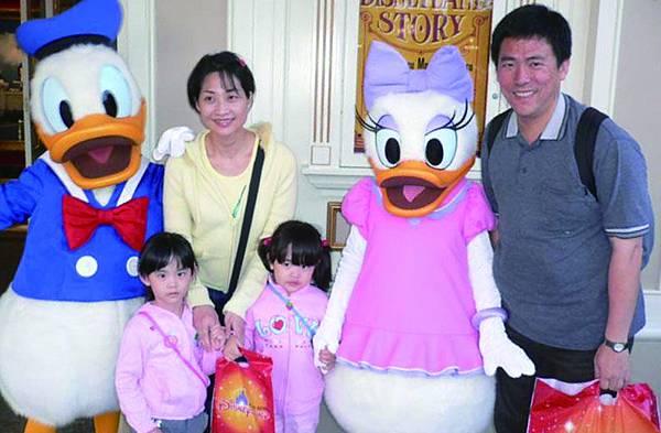 競尹擁有幸福美滿的家庭