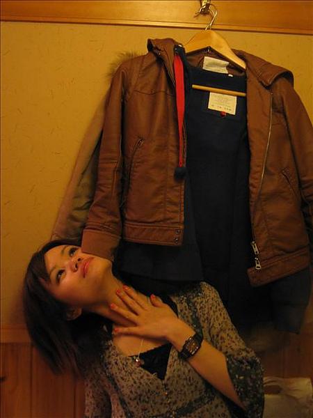 被外套撫摸的少女