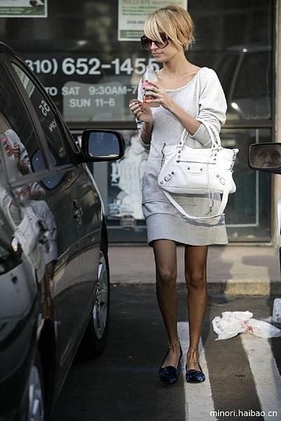10689411-classic-balenciaga-handbags