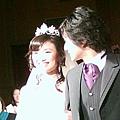 新娘笑很甜,新郎就疼某