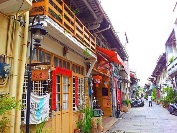 台南海安路商圈經過老屋藝術重建後,街區景觀整個煥然一新,成為台南最熱門的文創觀光景點。
