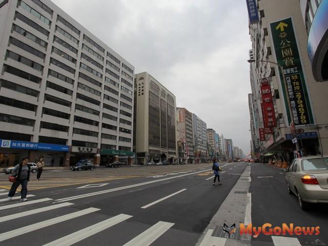 南京東路為捷運松山線主軸,沿線房價隨開通時程而漲升。