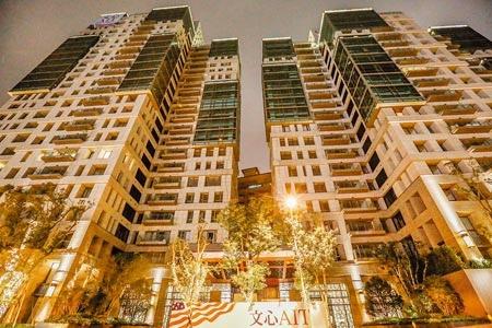 內政部16日公布最新實價登錄資料,台北市內湖「文心AIT」每坪134.7萬,創下內湖區域新高價