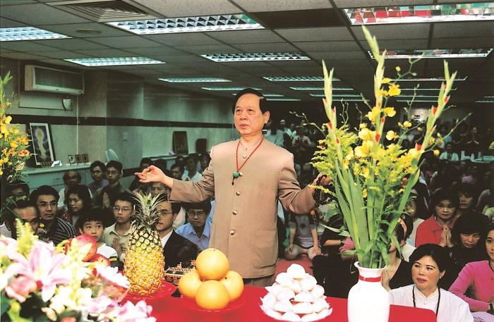 板橋禪修會於2003年3月30日遷移至新埔捷運站附近,希望接引更多民眾來修行。