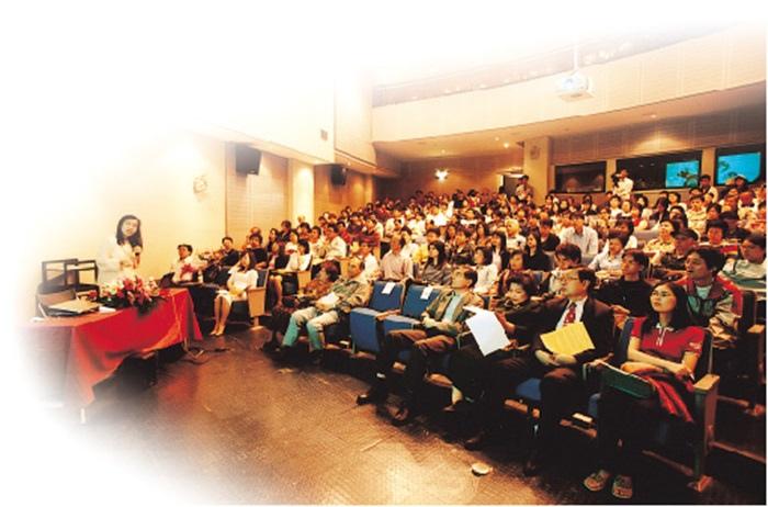 舉辦一場「身心靈SPA 工程」公益演講,由交通大學教授羅佩禎( 覺妙道蓮居士) 主講
