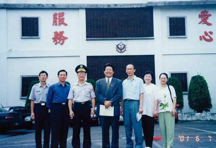 20010606-贈粽子及行李袋-宜蘭靖廬