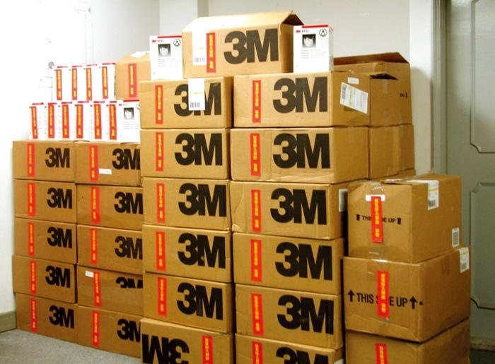 悟覺妙天禪師向國外訂購了二萬只美商3M公司生產的N95防護口罩,分送給緊急需要的醫院及社區