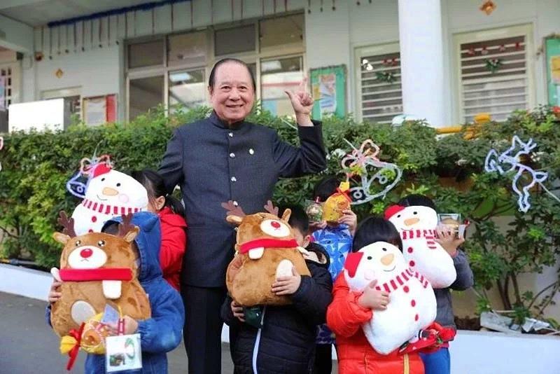 悟覺妙天禪師冬日送暖,聖誕新年禮物親送育幼院