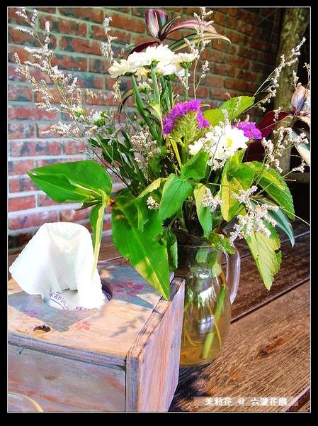 每桌都會有盆小花