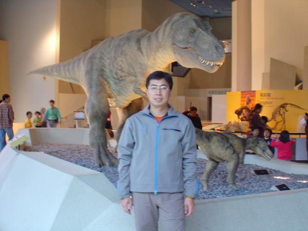 生命科學廳裡的恐龍