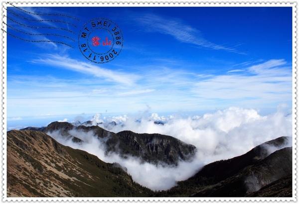 遠處層層雲海