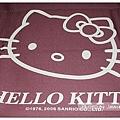 鋪在桌上的毯子有大頭Kitty哦