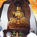 大雄寶殿內的釋迦坐像