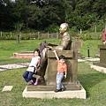 姐弟倆都很愛這尊雕像..為什麼咧?