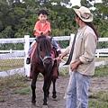 這時小馬突然停下來不走了