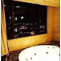 可以邊洗澡邊看夜景