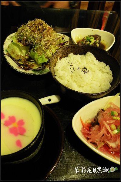沙拉/茶碗蒸/醋漬章魚/黑潮滷魚段及白飯一碗