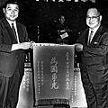 香港華人探長第一人(左)