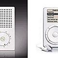 百靈T3袋裝收音機(左)、蘋果iPod(右)