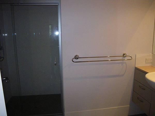 衛浴(馬桶在左方)