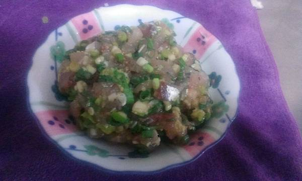蔥花鯖魚生魚片完成品