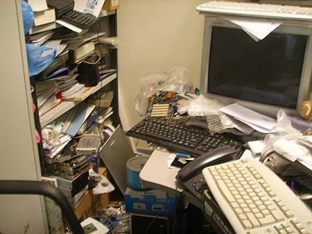 阿道的辦公桌