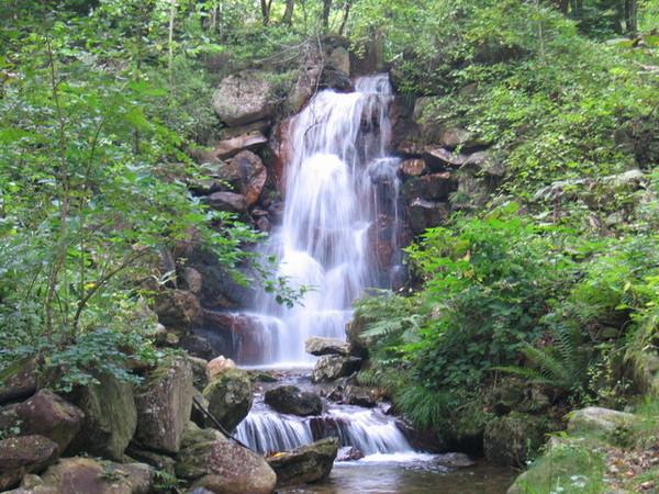 狩勝山中的小瀑布