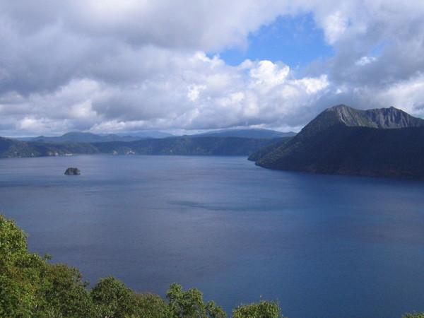 摩周湖中的小島