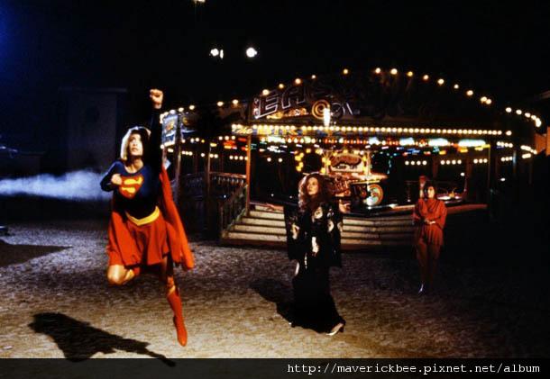 37-superheroes-supergirl.jpg