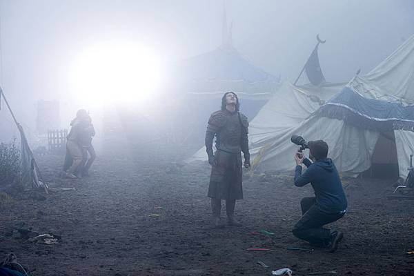Luke-Evans-Dracula-Untold-Village-Scene