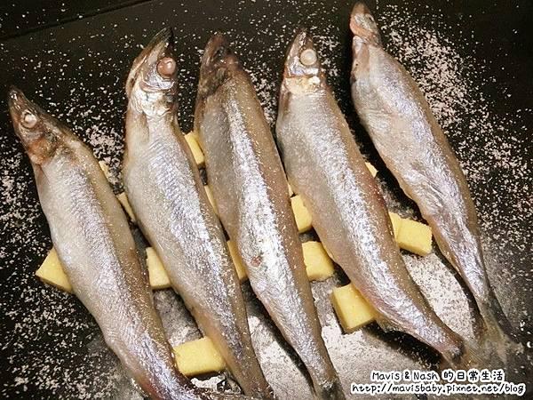 海鮮控不要錯過了!在家也能輕鬆吃的到超美味海鮮料理,來自洋流市集的蟹黃月亮蝦餅、水針魚花捲、虎蝦蟹花捲、海菜花枝丸、爆卵柳葉魚、挪威鯖魚。
